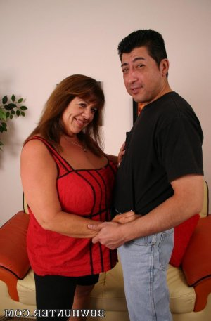 Amorine adult dating in Fillmore, CA